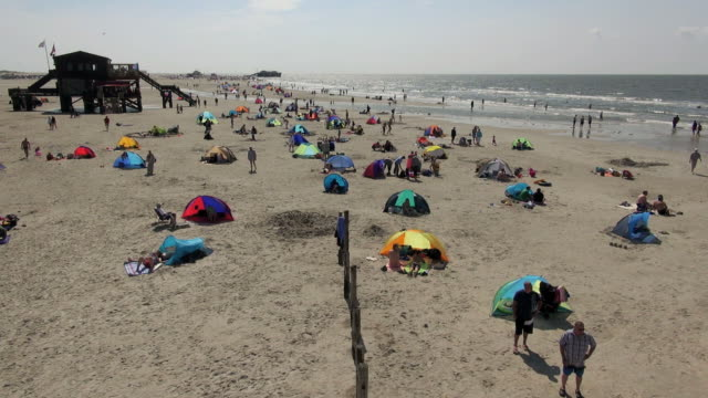 ws ha view of crowd of people at beach, north sea north frisia, / st. peter ording, schleswig holstein, germany - north sea stock videos & royalty-free footage