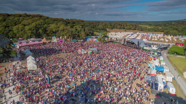 ws t/l view of crowd watching bands perform at summer music festival / united kingdom - flag stock videos & royalty-free footage