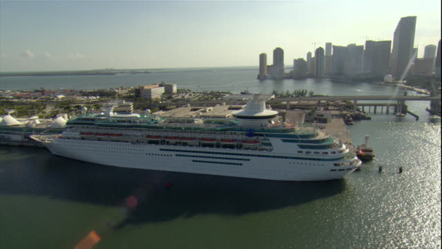 WS ZI PAN View of cruise ship moored at harbor with cityscape in background / Miami, Florida, USA