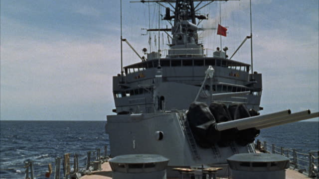ms cu view of cruiser's big guns - 軍用船点の映像素材/bロール