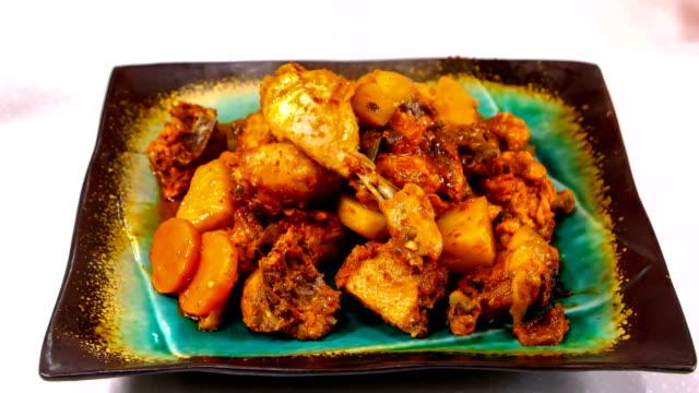 vídeos y material grabado en eventos de stock de view of dakbokkeumtang (spicy braised chicken) on a plate (popular korean side dish) - comida coreana