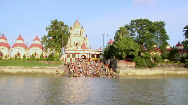 ws view of dakshineshwar temple  near hooghly river side / kolkata, west bengal, india - hooghly river stock videos & royalty-free footage