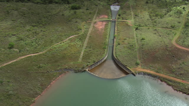 ws aerial view of dam / brasilia, brazil - hydroelectric power stock videos & royalty-free footage