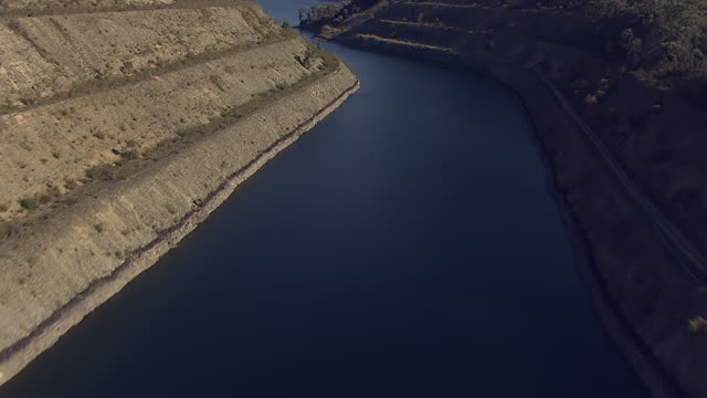 MS View of dam / Kings Cliff, New South Wales, Australia