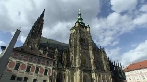 ms view of dark clouds flowing over st. vitus cathedral  / prague, hlavni mesto praha, czech republic - 聖ヴィート大聖堂点の映像素材/bロール