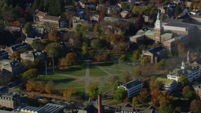 vídeos de stock e filmes b-roll de ws arieal zi view of dartmouth college with clock tower / new hampshire, united states - dartmouth