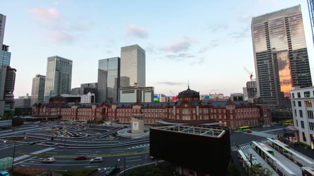 WS T/L View of day to night transition over newly refurbished Tokyo station / Tokyo, Japan