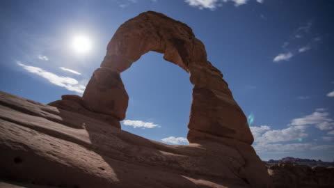 tl view of delicate arch with full moon / moab, usa - astronomi bildbanksvideor och videomaterial från bakom kulisserna