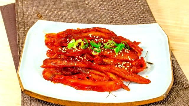 view of deodeokgui (grilled codonopsis lanceolata plant) on a plate (popular korean side dish) - 荒い麻布点の映像素材/bロール