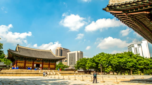view of deoksugung palace (one of the five grand palaces) in seoul at day - besichtigung stock-videos und b-roll-filmmaterial