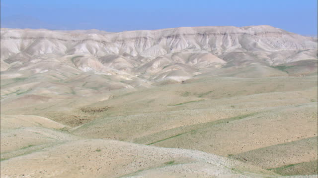 ws aerial pan view of desert  mountain / norrn judea desert, israel - palestinian territories stock videos and b-roll footage
