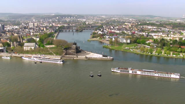 vidéos et rushes de ws view of deutsches eck with rivers rhine and moselle / koblenz, rhineland palatinate, germany - fleuve rhin