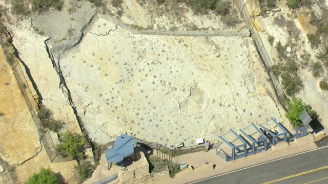 ms ds zo aerial view of dinosaur footprints on hill at dinosaur ridge and tourists looking at footprints, alameda parkway / denver, colorado, united states  - evolution stock-videos und b-roll-filmmaterial