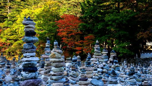 vídeos de stock, filmes e b-roll de view of doltap(stacking stone) at baekdamsa temple in mt.seoraksan - coluna de calcário marítimo