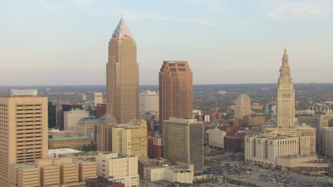 stockvideo's en b-roll-footage met ws zo aerial view of downtown buildings / cleveland, ohio, united states - 2012