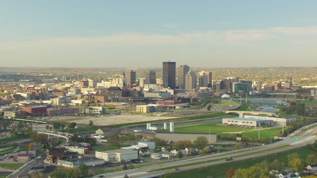 stockvideo's en b-roll-footage met ws aerial view of downtown buildings / dayton, ohio, united states - ohio