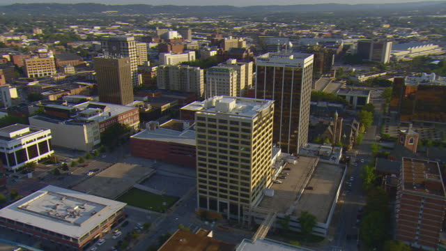 ws aerial view of downtown chattanooga and lookout mountain becomes partial orbiting and main downtown buildings / chattanooga, tennessee, united states  - chattanooga stock videos and b-roll footage