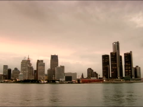 view of downtown detroit skyline across detroit river / detroit, michigan - detroit river stock-videos und b-roll-filmmaterial