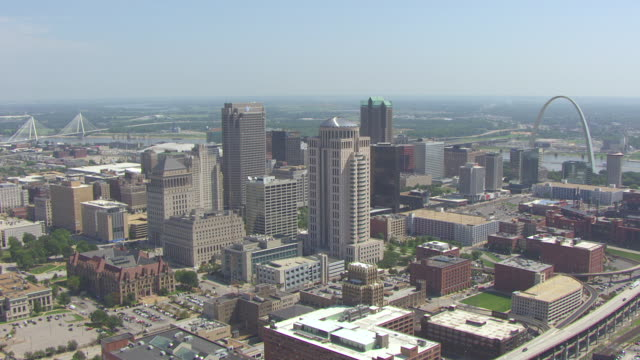 ws aerial view of downtown flying east towards gateway arch and busch stadium and mississippi river / st louis, missouri, united states - jefferson national expansion memorial park stock videos & royalty-free footage