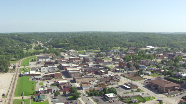 ws aerial view of downtown / hannibal, missouri, united states - mark twain stock videos & royalty-free footage