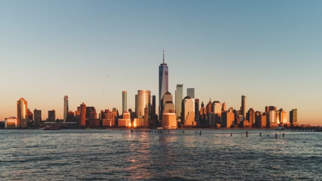 vídeos de stock e filmes b-roll de t/l ws zi view of downtown manhattan, from sunset to dusk / nyc - world trade center manhattan
