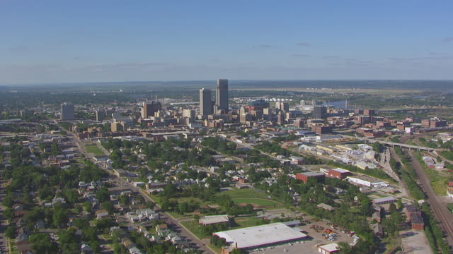 ws aerial view of downtown skyscrapers / omaha, nebraska, united states - nebraska stock-videos und b-roll-filmmaterial
