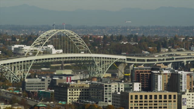 WS View of downtown with Fremont bridge / Portland, Oregon, USA