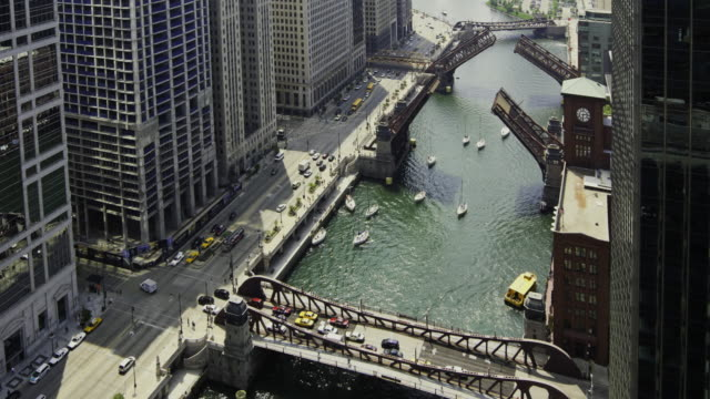 vídeos de stock, filmes e b-roll de ws t/l aerial view of drawbridges raising in downtown chicago / chicago, illinois, usa  - drawbridge