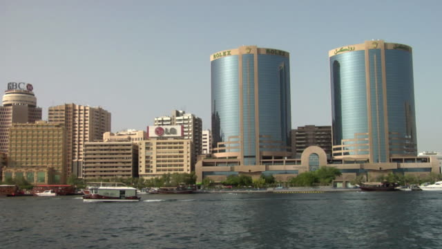 ws pan view of dubai creek with deira twin towers and deira business district / dubai, united arab emirates - cylinder stock videos & royalty-free footage