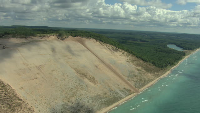 ms aerial view of dune climb with glen lake at bottom and surrounded by forest in sleeping bear national lakeshore park / michigan, united state - seeufer stock-videos und b-roll-filmmaterial