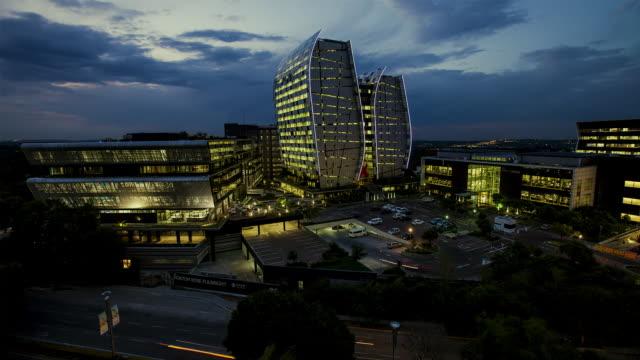 vídeos de stock e filmes b-roll de ws t/l view of dusk shot of sandton business complex / johannesburg, gauteng, south africa  - joanesburgo