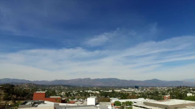 view of east los angeles and the san gabriel mountains from the campus of cal state los angeles. - カリフォルニアシエラネバダ点の映像素材/bロール