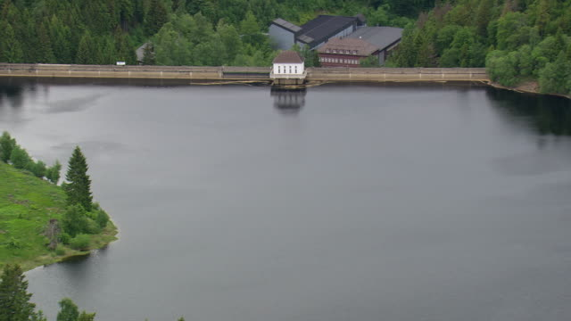 stockvideo's en b-roll-footage met ws aerial zi view of eckertalsperre / germany - waterkracht