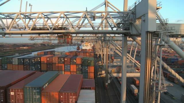 vídeos y material grabado en eventos de stock de ws td view of ect container terminal at harbour of rotterdam / rotterdam, southholland, netherlands - rotterdam