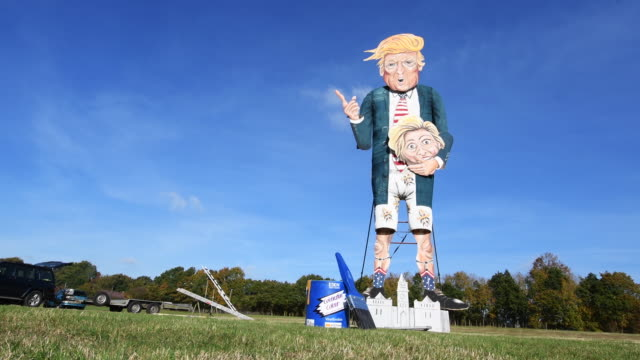 a view of edenbridge bonfire society's 2016 'celebrity guy' us presidential candidate donald trump on november 2 2016 in edenbridge england the... - puppe stock-videos und b-roll-filmmaterial