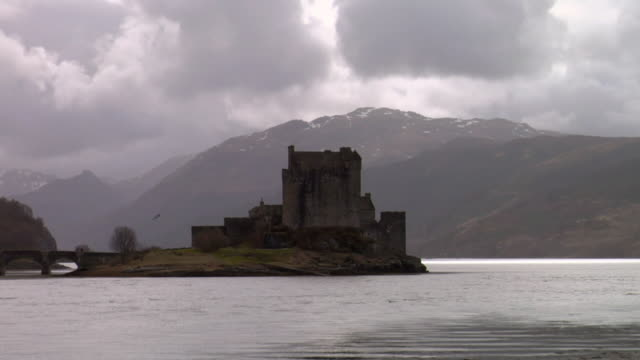 ws view of eilean donan castle in winter / dornie, scotland, uk - dornie stock videos & royalty-free footage