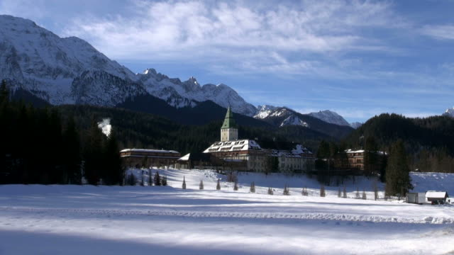 ws view of elm au palace, werdenfelser land / mittenwald, bavaria, germany - werdenfelser land stock videos and b-roll footage