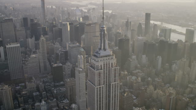 """vídeos de stock e filmes b-roll de """"ws aerial view of empire state building  / new york city, united states"""" - 2014"""