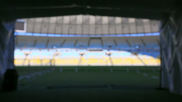 vídeos de stock e filmes b-roll de view of empty maracana stadium from in the tunnel - football