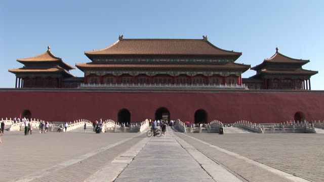 view of entrance of the forbidden city in beijing china - 宗教施設点の映像素材/bロール