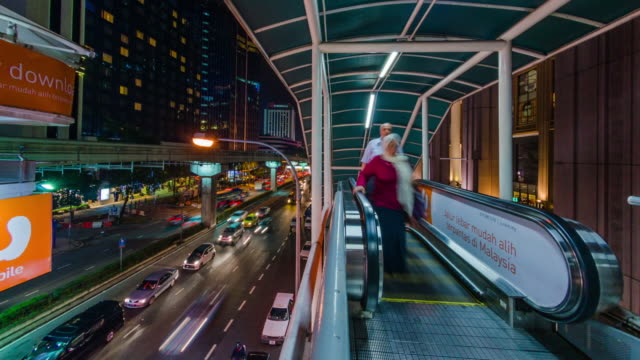 vídeos de stock e filmes b-roll de ms t/l view of escalators leading up to monorail platform at night / kuala lumpur, malaysia - kuala lumpur