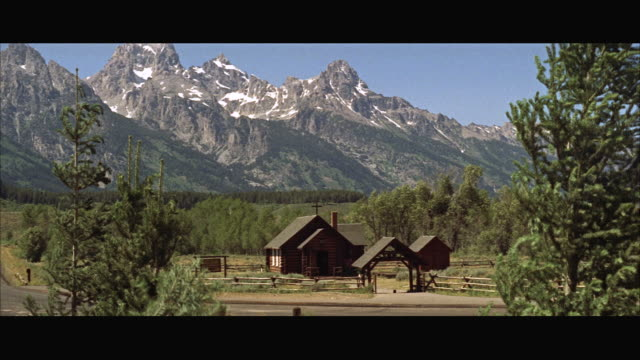 stockvideo's en b-roll-footage met ms view of establish good sized two story house in mountains - breedbeeldformaat