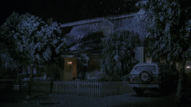 ms view of establish 'thatcher' house - einfamilienhaus stock-videos und b-roll-filmmaterial