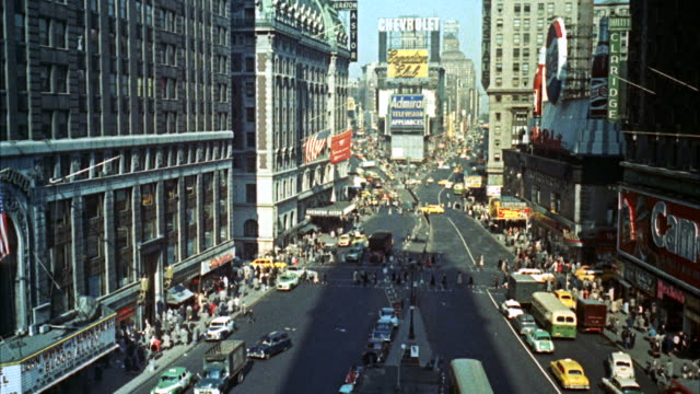 vídeos de stock, filmes e b-roll de ms view of establish times square / new york, united states - 1960