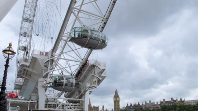 ms t/l view of eye ferris wheel / london, greater london county, united kingdom - greater london stock videos & royalty-free footage