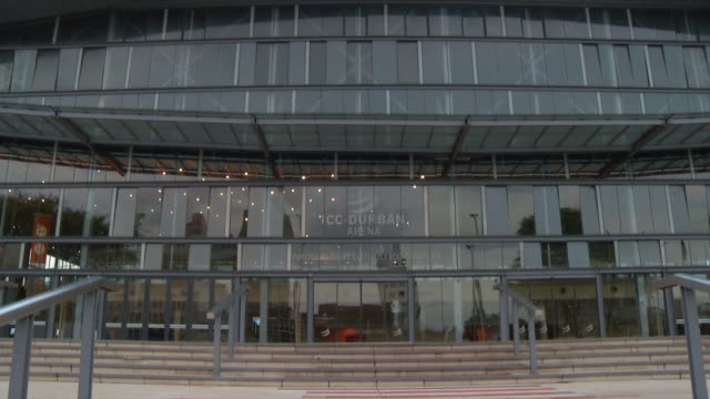 vidéos et rushes de ms zi view of facade of durban international convention centre lettering above entrance / durban, kwazulu natal, south africa - façade