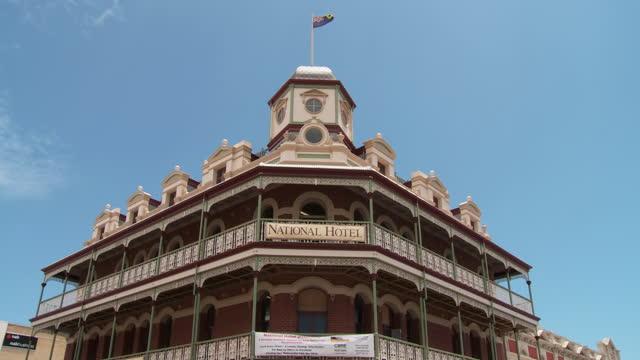 ws tu view of famous national hotel / fremantle, western australia, australia - フリーマントル点の映像素材/bロール