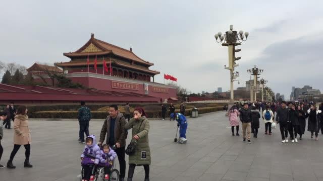 vídeos de stock, filmes e b-roll de a view of famous tiananmen gate at tiananmen square on feb 16 2017 in beijing china - portão da paz celestial de tiananmen