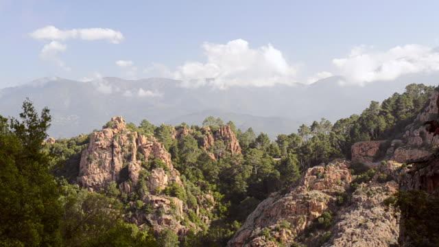 ws view of fantastic rock landscape of calanche of piana, unesco world heritage site / porto, corsica, france - ピアナ点の映像素材/bロール