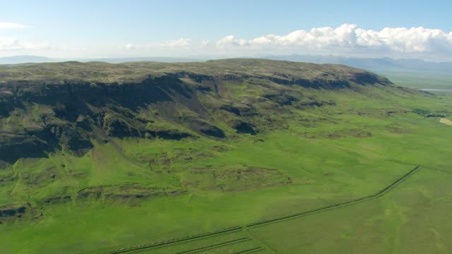 vídeos de stock e filmes b-roll de ws aerial view of farming in hvita valley / iceland  - vale